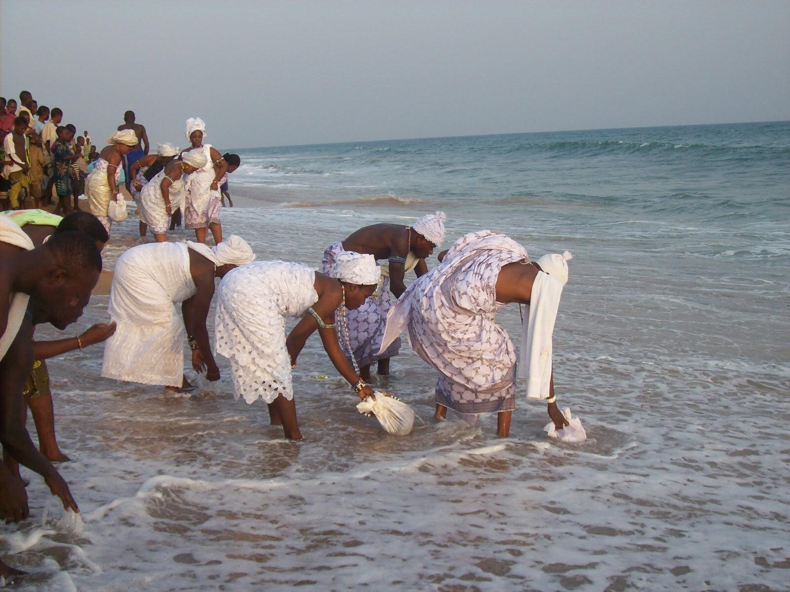 Puissant rituel d'initiation mami-wata: pacte de richesse avec la reine des eaux du Médium MALAYIKAN