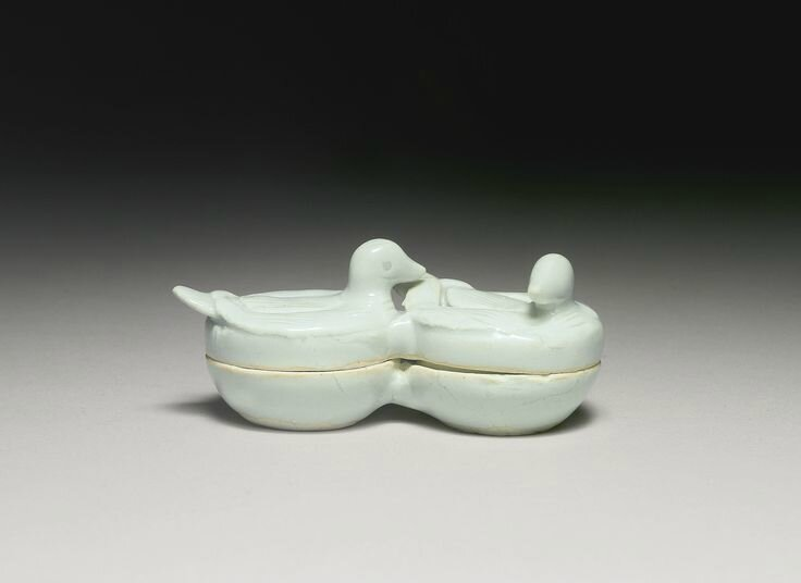 A rare 'Qingbai' 'Duck' box and cover, Southern Song Dynasty