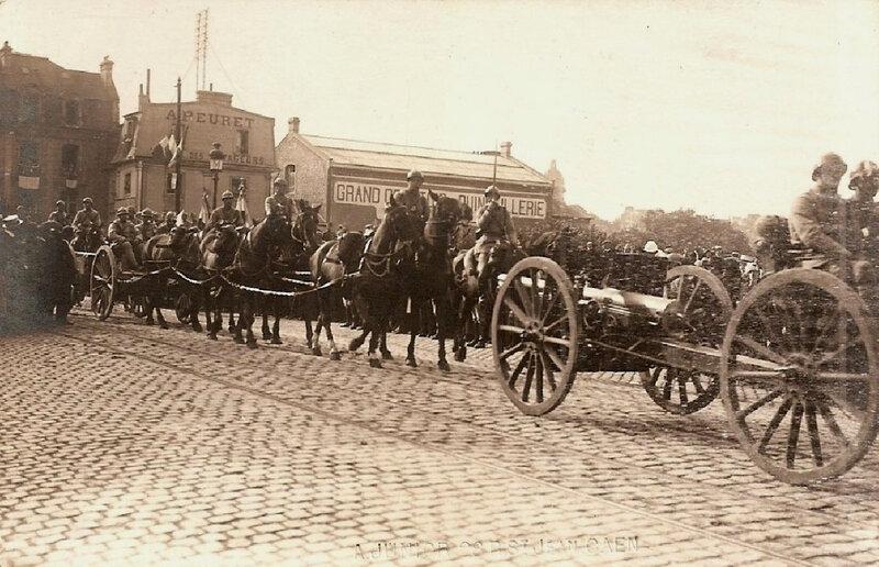 Caen, Festivités du Retour des Poilus le 14 septembre 1919 défilé du 43e RAC place Alexandre III