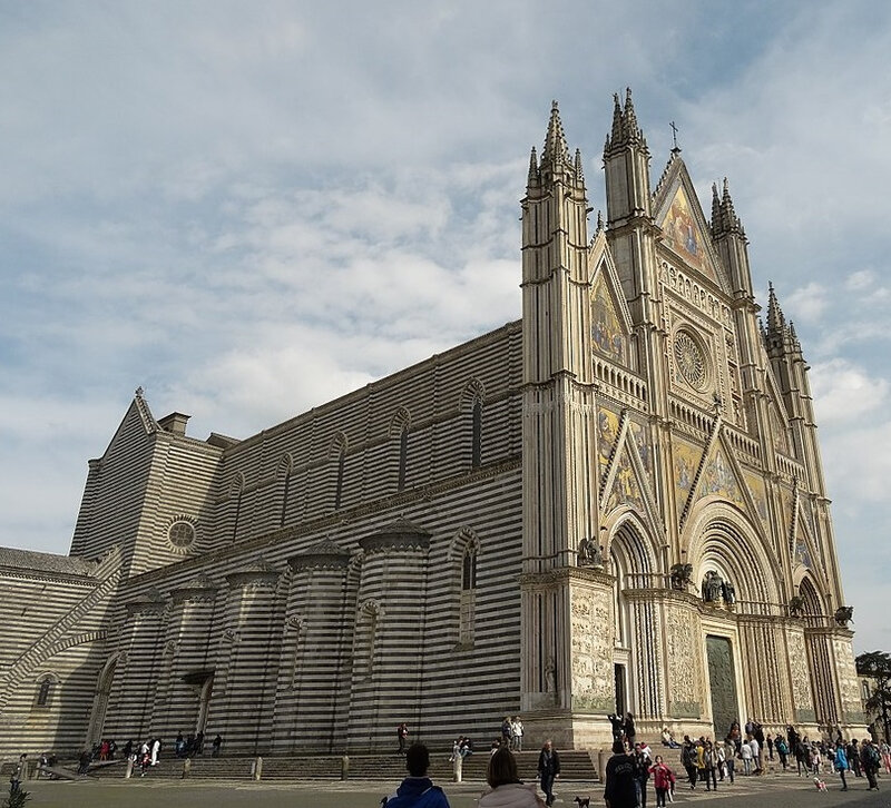 1024px-Duomo_di_Orvieto_2014