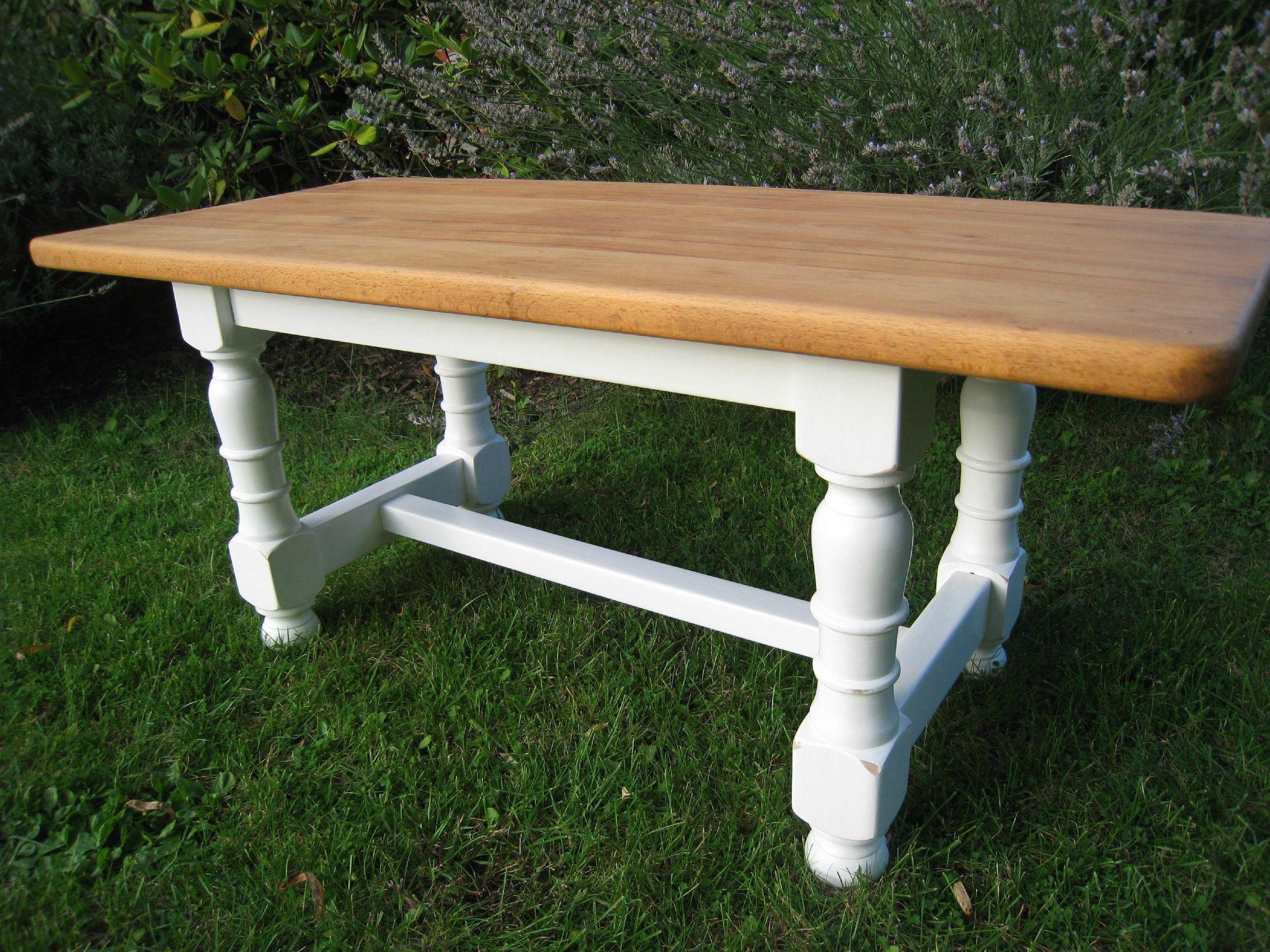 Table basse style ferme piètement blanc usé et dessus décapé et huilé - VENDUE