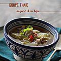 Soupe thaïe au porc et au tofu