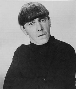 Moe-Howard-three-stooges-23436760-444-516