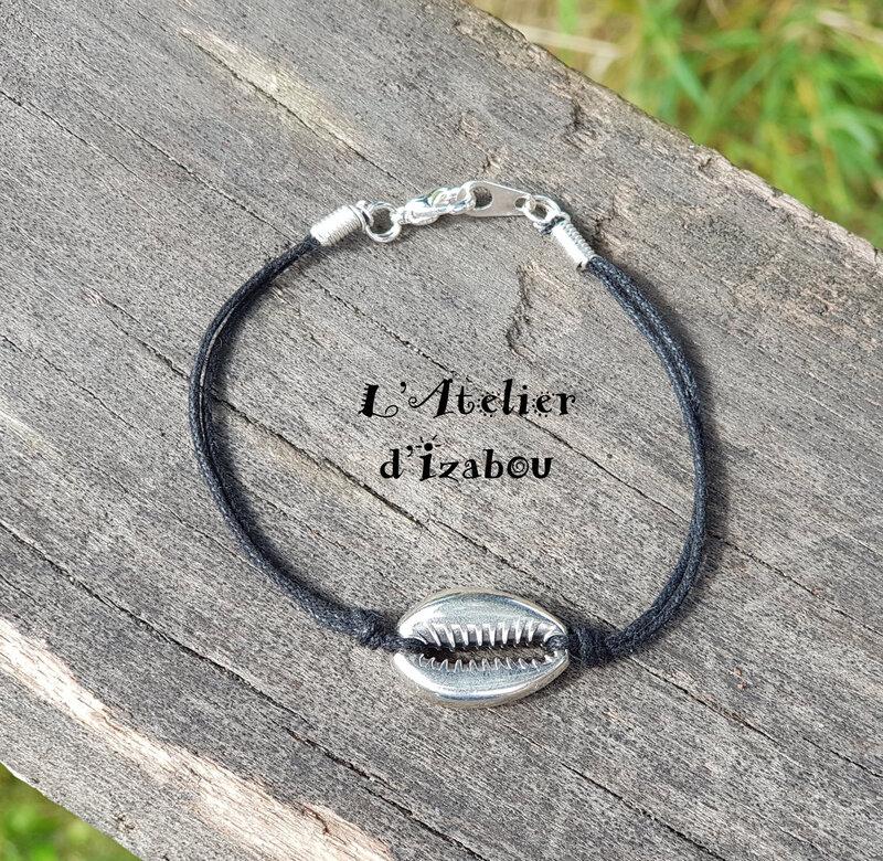 20180609_112656 Bracelet coquillage, coton ciré noir et fermoir mousqueton