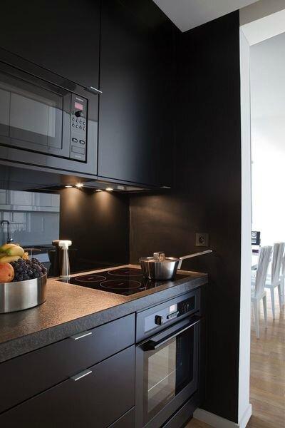 217958_une-cuisine-en-noir-et-blanc