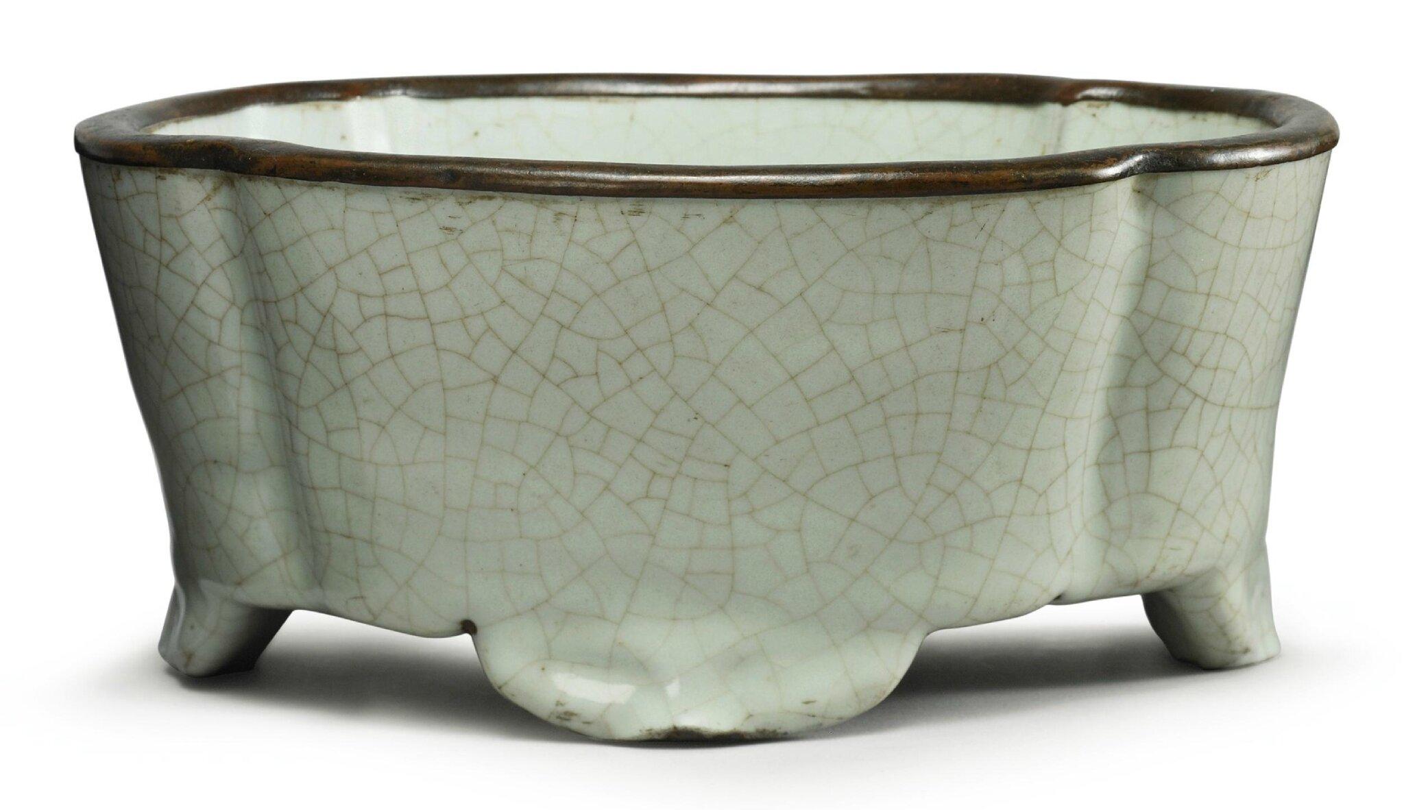 A rare Guan' planter, Yuan-Ming Dynasty, circa 12th-14th century,