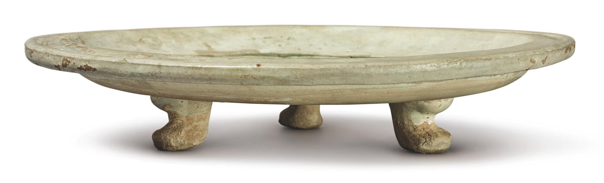 A sancai and blue-glazed tripod dish, Tang dynasty (618-907)