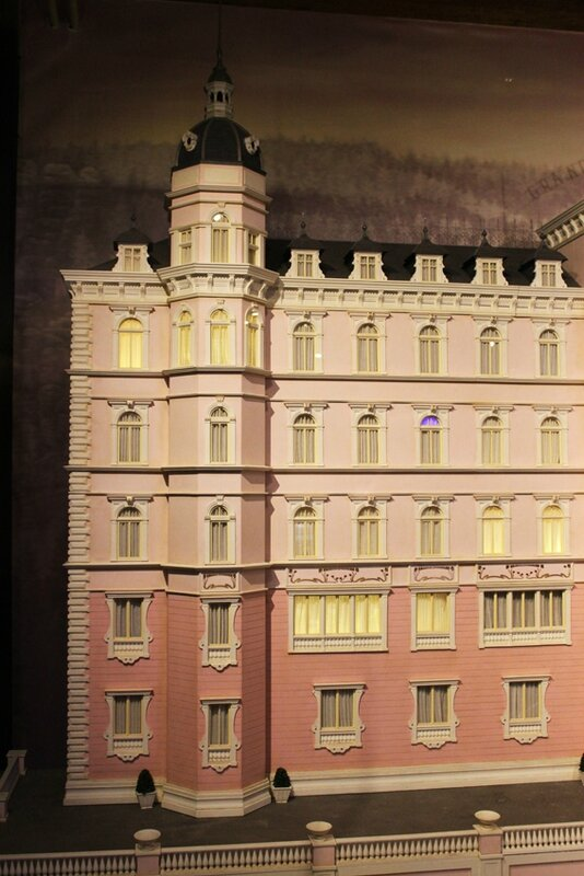 wes-anderson-follow-me-white-rabbit-alice-musee-miniature-lyon (8)