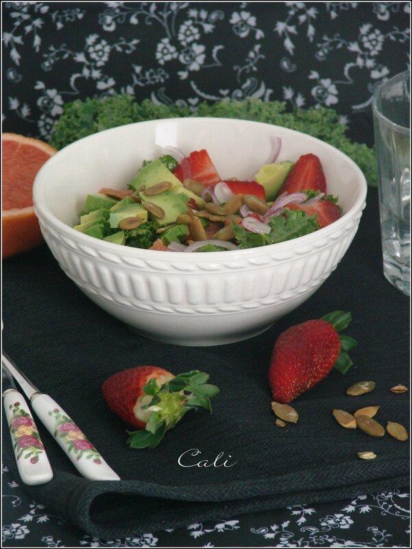 Salade de Kale au Pamplemousse, Fraises & Avocat 003