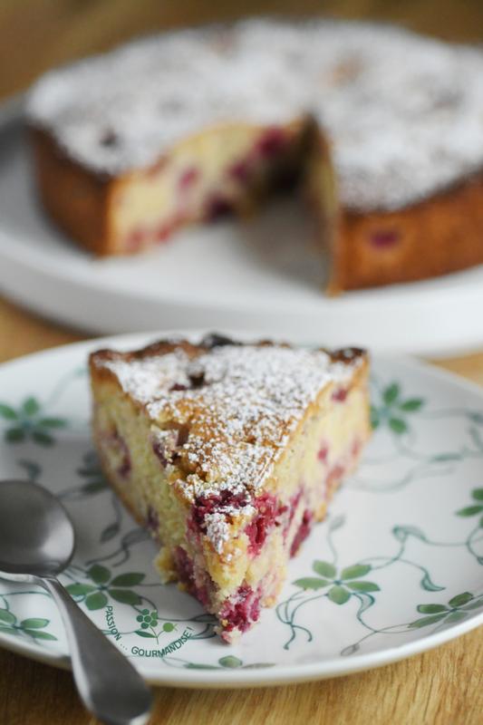 Gâteau moelleux coco, amande & framboises_5