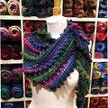 Prêt à offrir ou à porter : shawlette asymetrique inédite