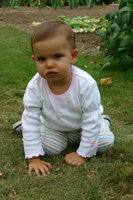 petite fille au regard bien sérieux :-))