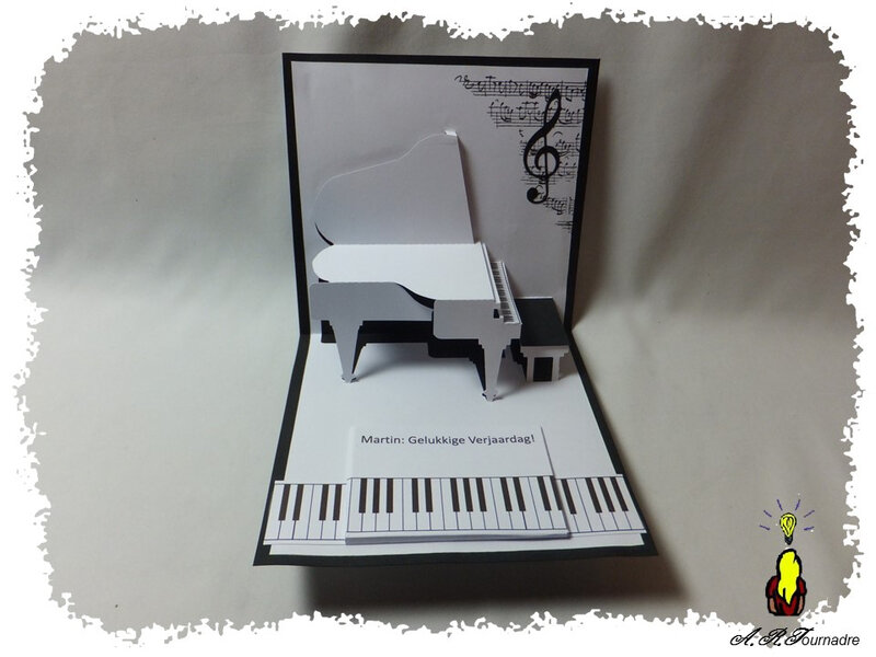 ART 2016 11 piano kirigami pop-up 2
