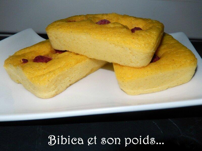 Gâteau de semoule vanillé aux framboises face