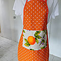Tablier orange à pois