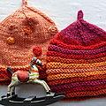 Bonets et poncho rouge