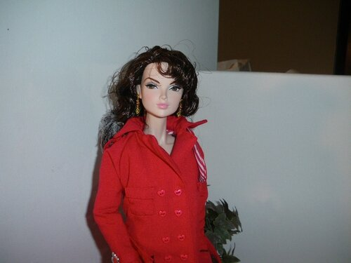 Trench rouge pour grande poupée