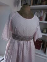 Robe RAYMONDE en coton rose dragée à pois paillettés vieux rose - manches raglan - longueur genoux - taille unique (7)