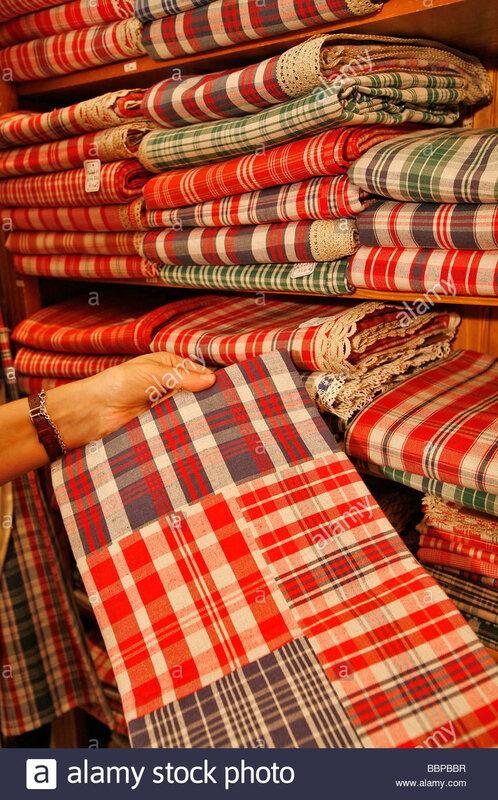shop-nappes-d-alsace-nappes-en-tissu-kelsch-la-cathedrale-de-strasbourg-strasbourg-bas-rhin-67-alsace-france-europe-bbpbbr