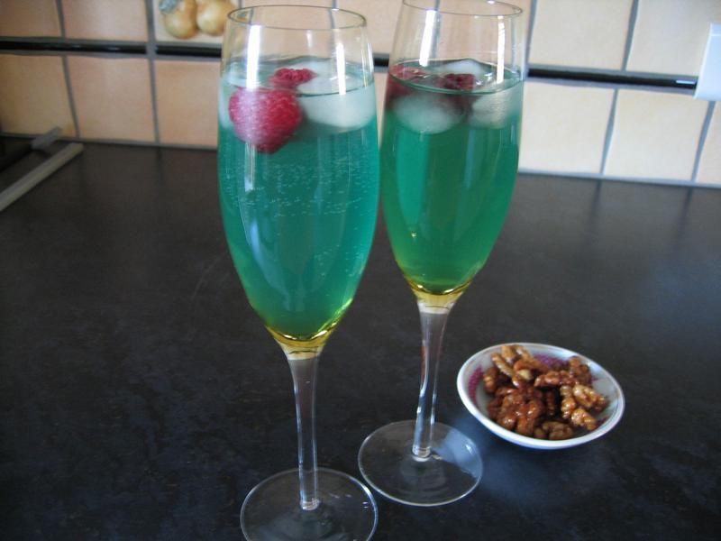 cocktail au champagne la cuisine entre amies. Black Bedroom Furniture Sets. Home Design Ideas