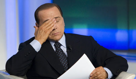 2_photos_people_politique_Berlusconi_abattu_articlephoto