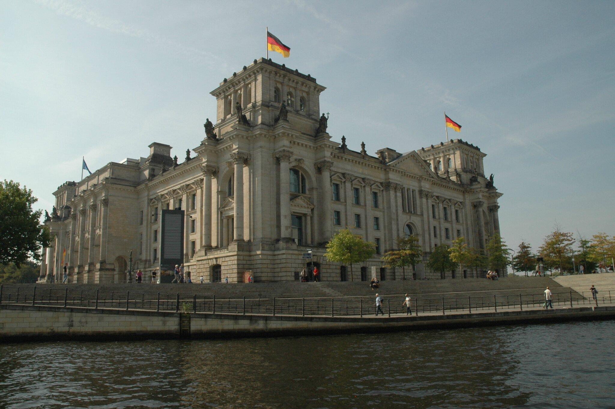 096 Ballade sur La Spree (15) le Reichstag