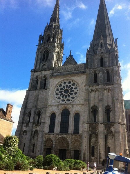 cathedrale chartres facade principale portail royal parvis 77