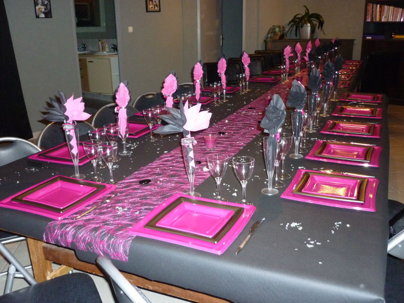 ma table pour noel 2010 noire et fushia la cuisine de galou. Black Bedroom Furniture Sets. Home Design Ideas