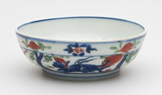 Small Bowl with Decoration of a Dragon on the Interior and Human Figures and Fantastic Animals on the Exterior, Wanli period, 1573-1620,Ming dynasty, 1368-1644, Jingdezhen, Jiangxi province, China. Harvard Art Museums/Arthur M. Sackler Museum, Bequest of S