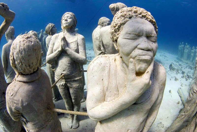 Diving-in-Cancun-Underwater-Museum