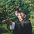 La pratique du kinomichi avec jô (canne en bois), boken (sabre en bois) ou iaïtô (sabre en métal)