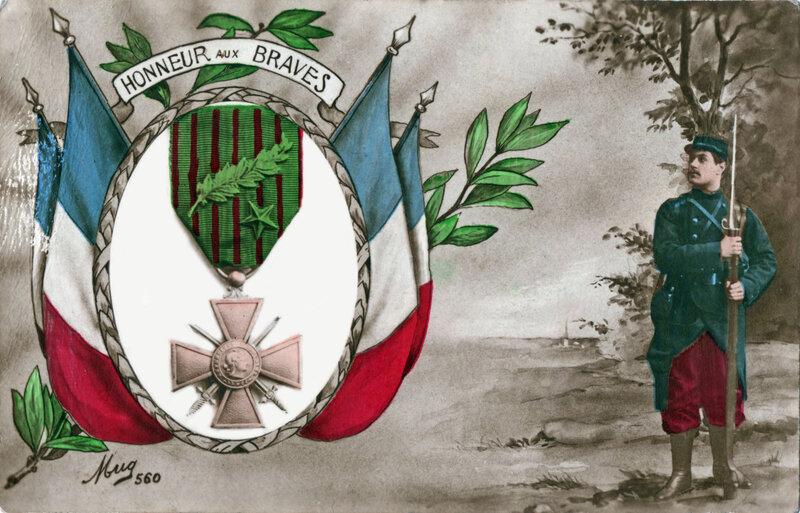 CPA Patriotique Croix de Guerre & Poilu