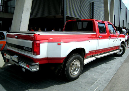 Ford_F350_XLT_power_stroke_02