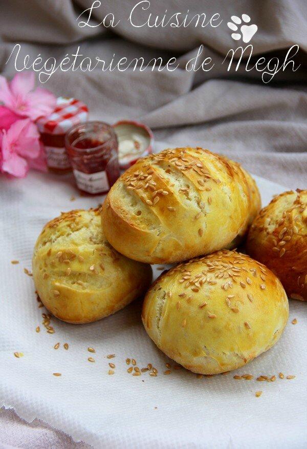 Petits pains briochés aux graines de lin...
