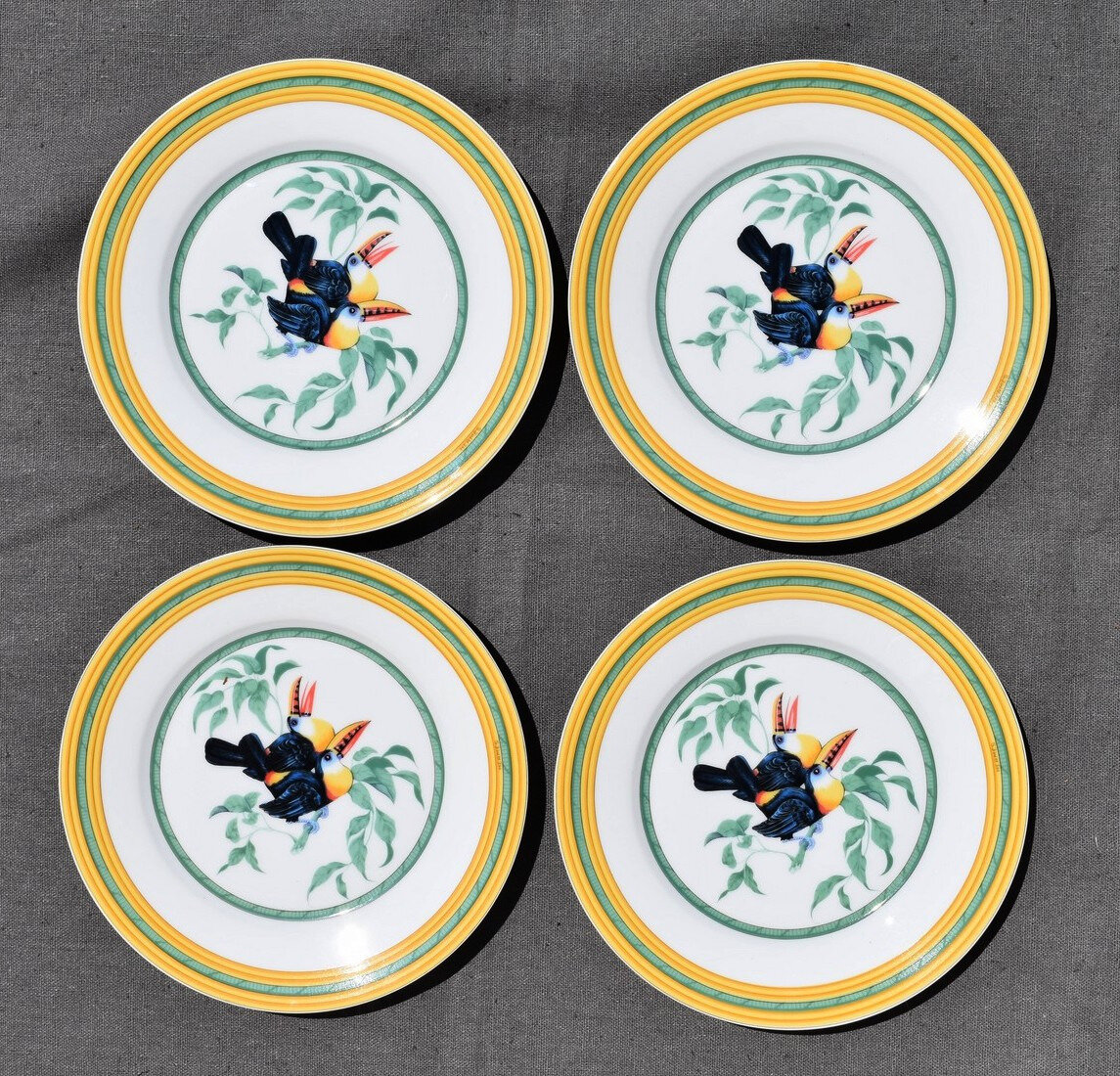 4 ASSIETTES A DESSERT HERMÈS TOUCAN EN PORCELAINE PARIS FRANCE