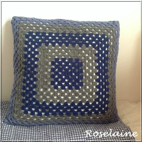 Roselaine coussin granny square2