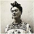 Frida en robe traditionnelle