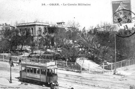 056_Tram_devant_le_Cercle_Militaire