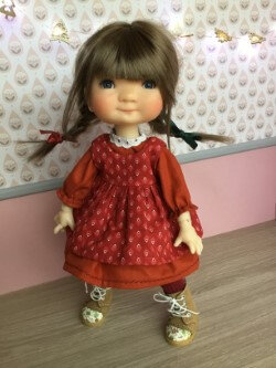 Robe+ tablier + chaussettes pour Meadow, 16 € et 2,70, plus disponible ( Zoey )