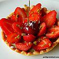 Tartelettes aux fraises, cerise d'amour et matcha