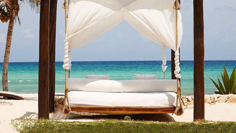 000063-13-beach-suspended-daybed