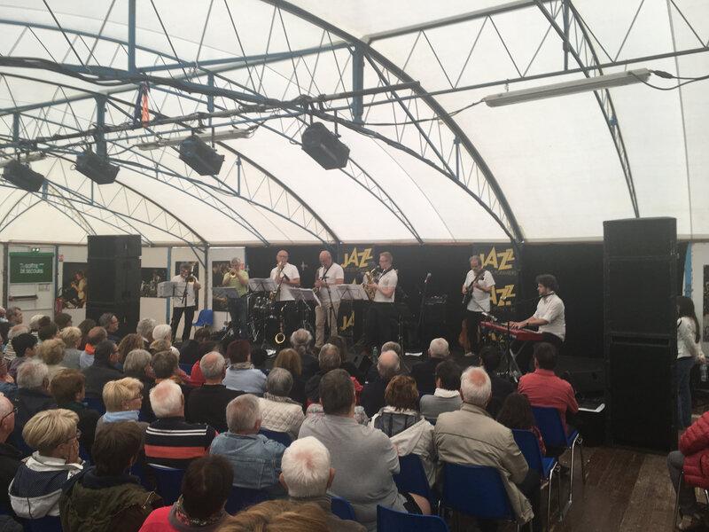 scène réservée aux pratiques amateurs_jazz sous les pommiers_JSLP_2018_festival_Coutances