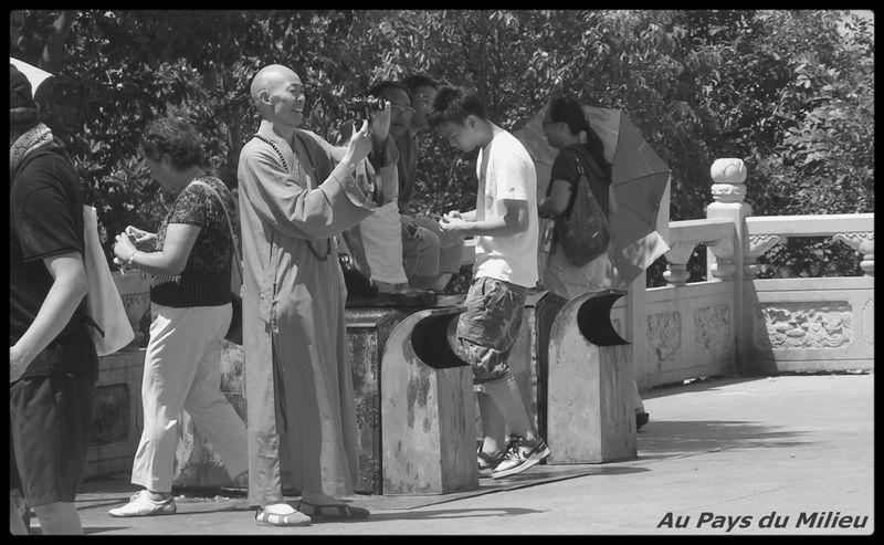 ile de Putuo Shan moine en pélerinage touristique