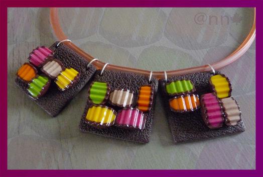 Collier 3 carrés fin bouchées multicolore
