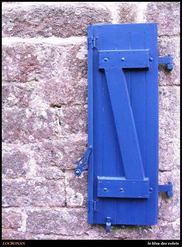 LOCRONAN - le bleu des volets