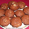 Mini cakes au chocolat et dés de poires.