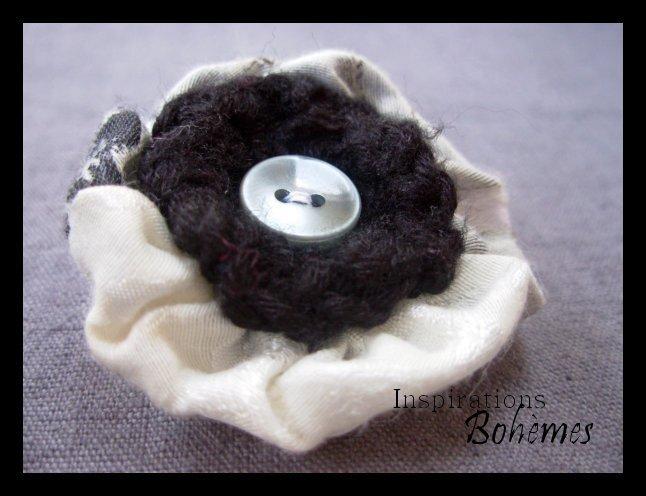 Broche naïve fleur noire