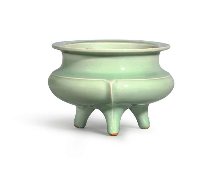 A 'Longquan' celadon tripod incense censer, Southern Song-Yuan dynasty (1160-1366)