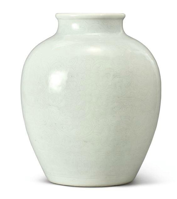 A white-glazed incised vase, Qing dynasty, 18th century