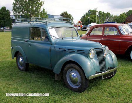 Renault juvaquatre tolé de 1955 (Retro Meus Auto Madine 2012) 01
